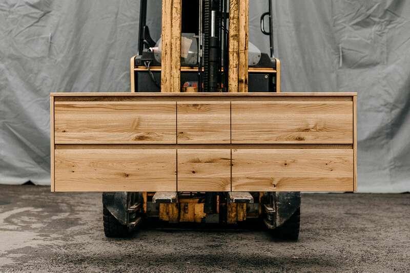 Schwebendes Sideboard Eiche massiv mit 6 Schubladen Serie...