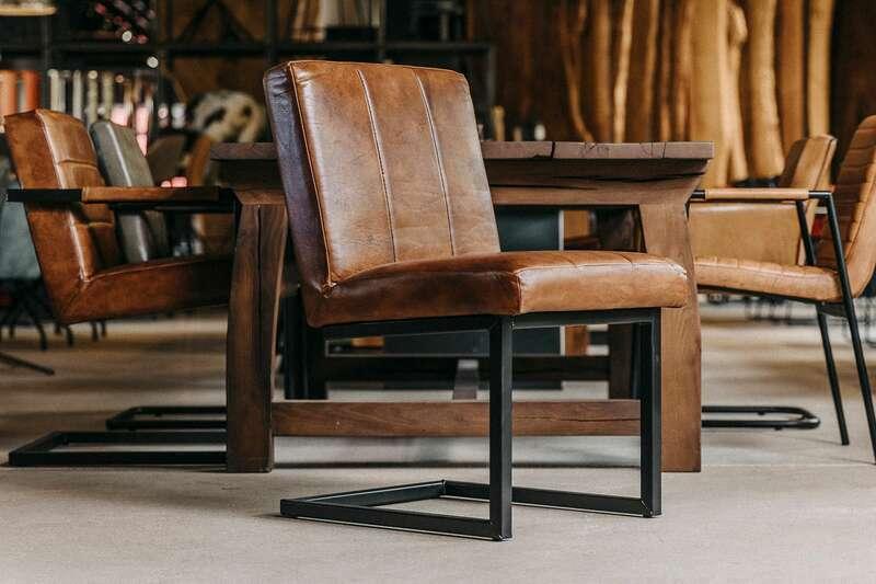 Charaktervoller Leder Stuhl freischwingend