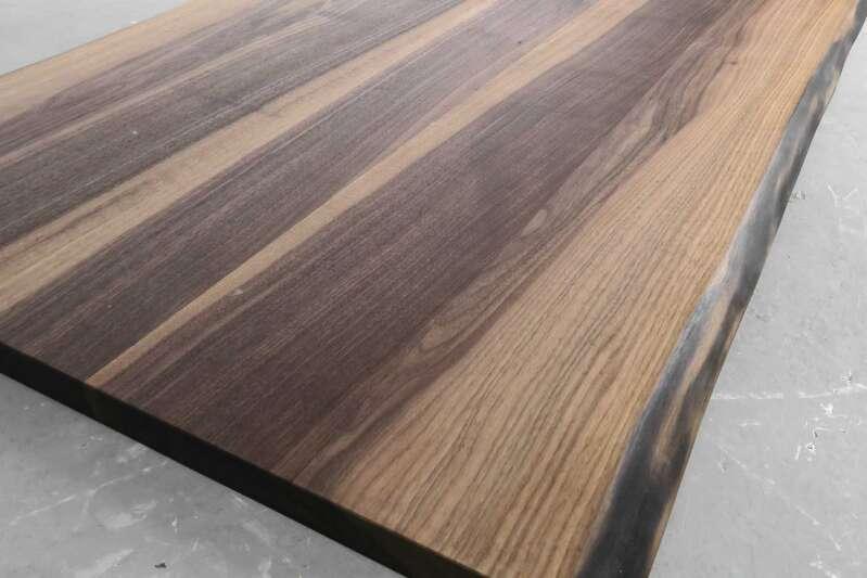 Tischplatte massivholz baumkante  Nussbaum Tischplatte nach Maß, massiv mit Baumkante | ansehen!