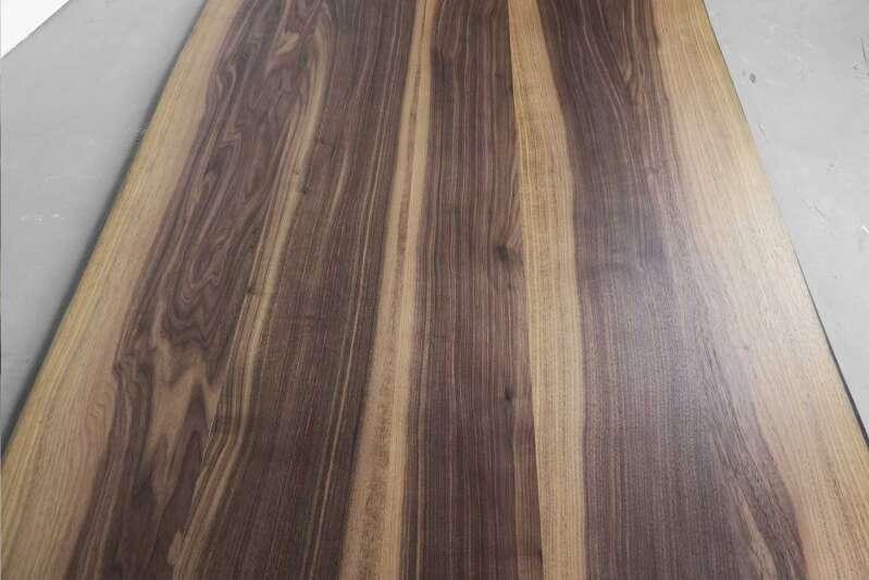 nussbaum tischplatte nach ma massiv mit baumkante ansehen. Black Bedroom Furniture Sets. Home Design Ideas