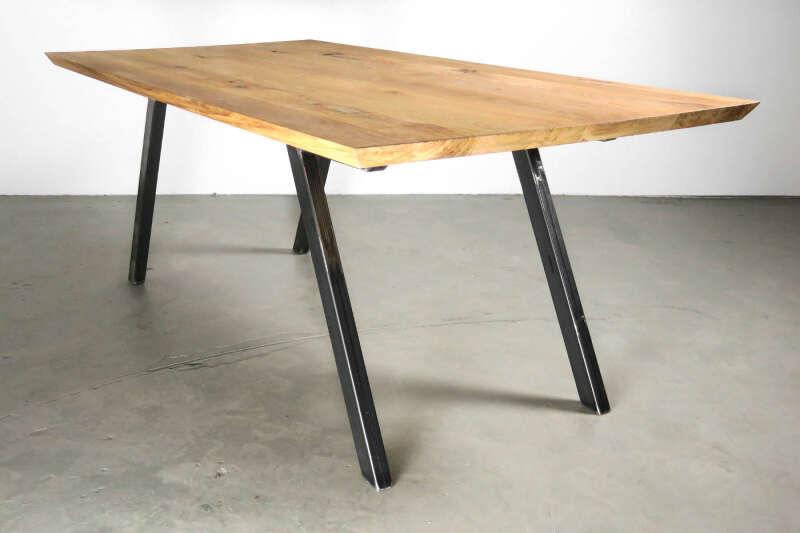Echtleder stuhl liam industriedesign for Massivholztisch design