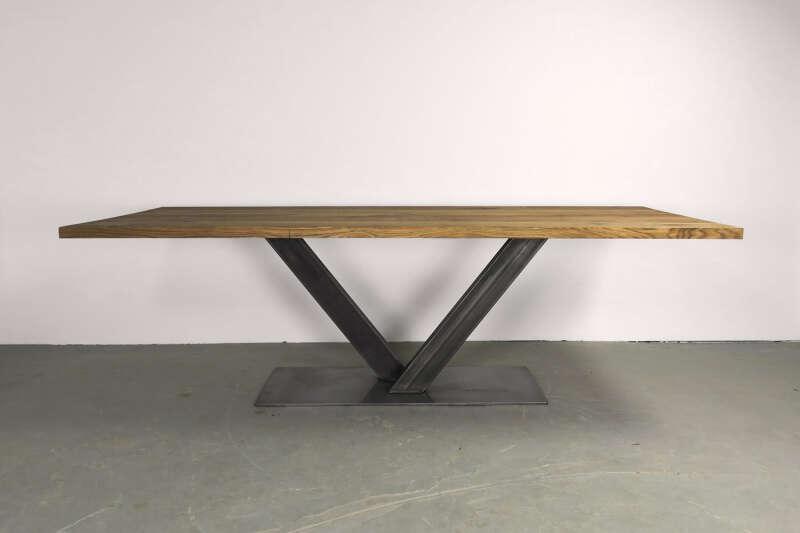 Mittelfuß Holztisch massiv Eiche Ingvar