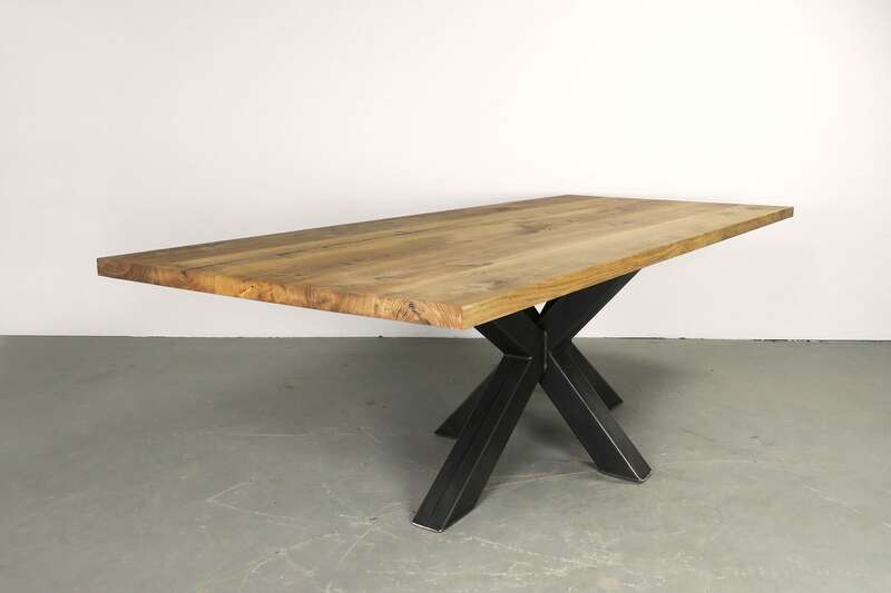 Eiche Tisch Bolk mit Rohstahlgestell