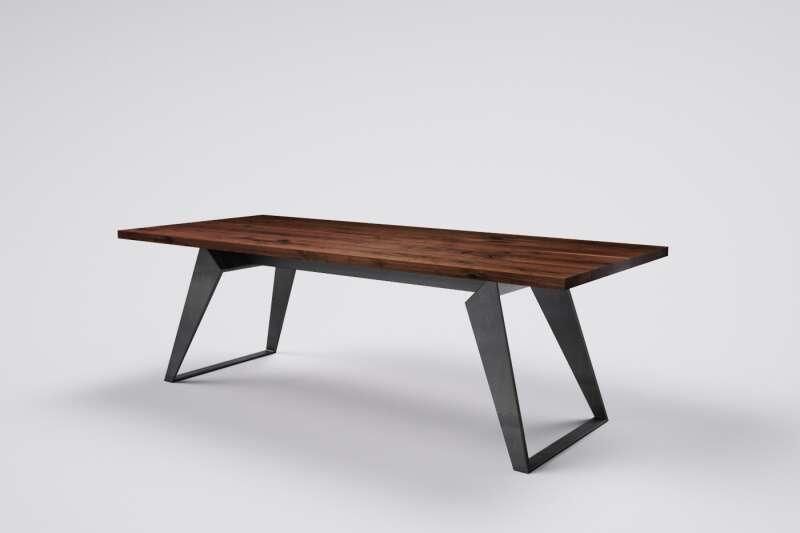 Esszimmertisch aus Nußbaum | Wohnsektion