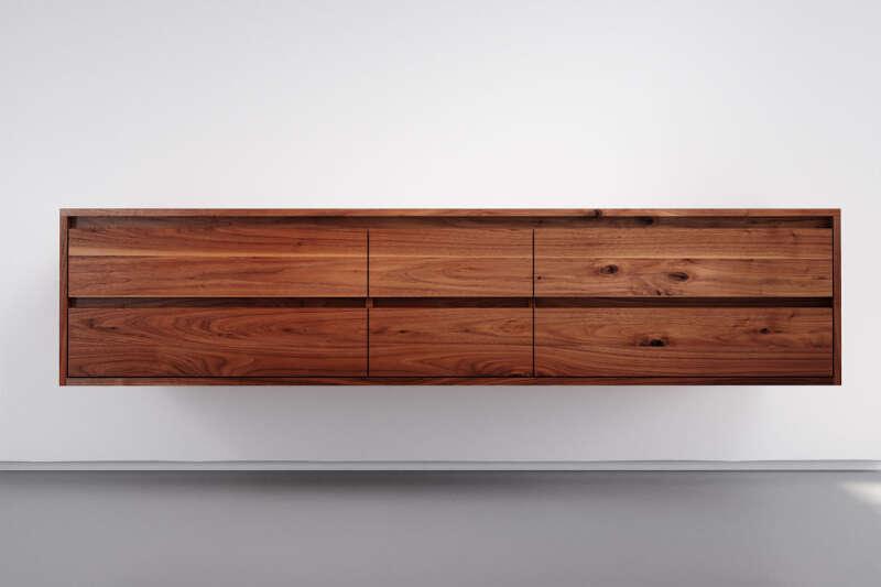 Hänge-Sideboard Nussbaum massiv nach Maß mit 6 Schubladen