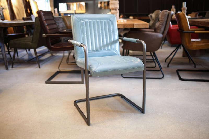 Freischwinger Stuhl klassisch Modell Logan