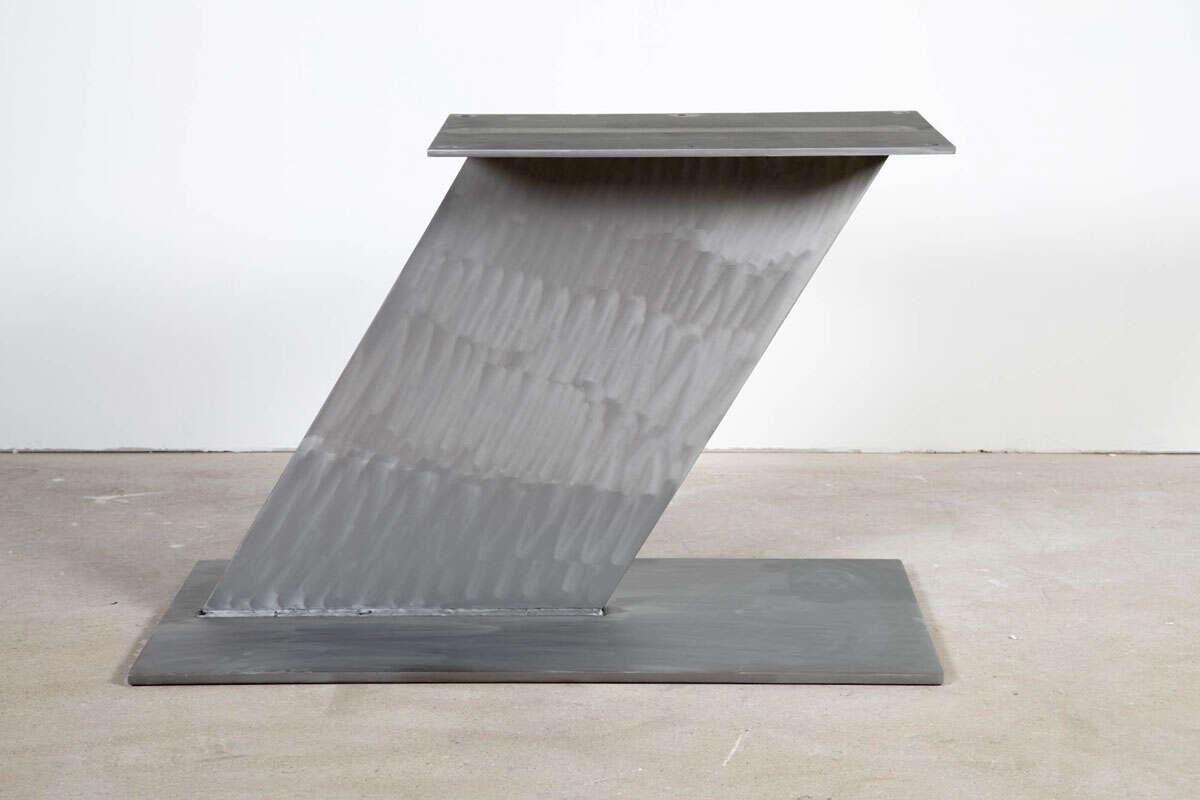 Stahl Mittelfuß Tischgestell schräg