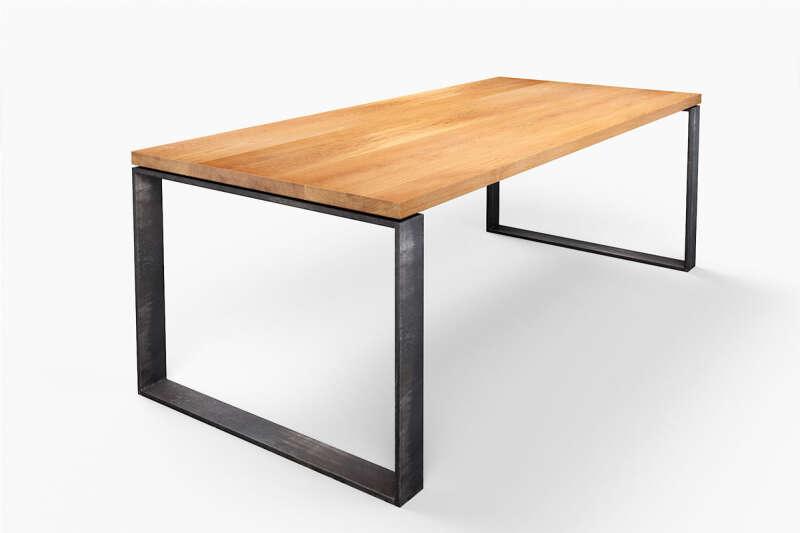 Eichenholztisch mit Metallkufen Modell Horik