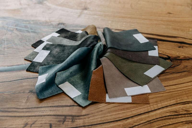 Musterfächer Stelina Leder und Samt-Stoffe